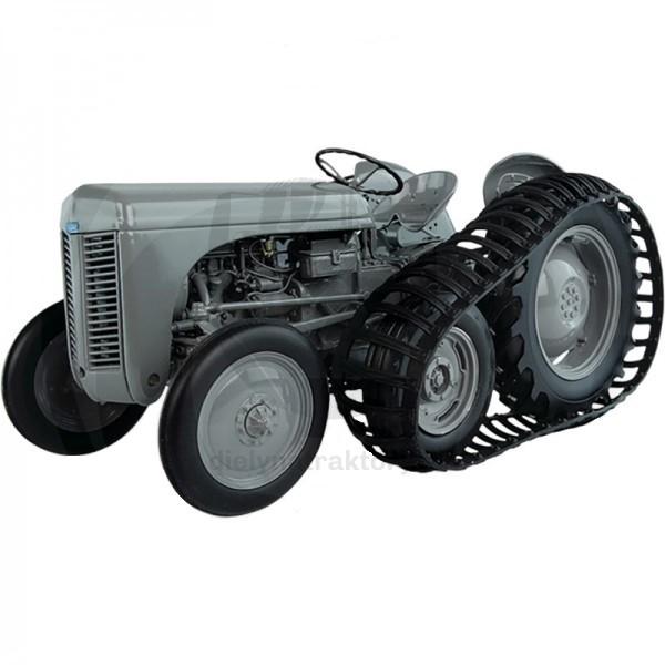 Traktor mierka 1:16